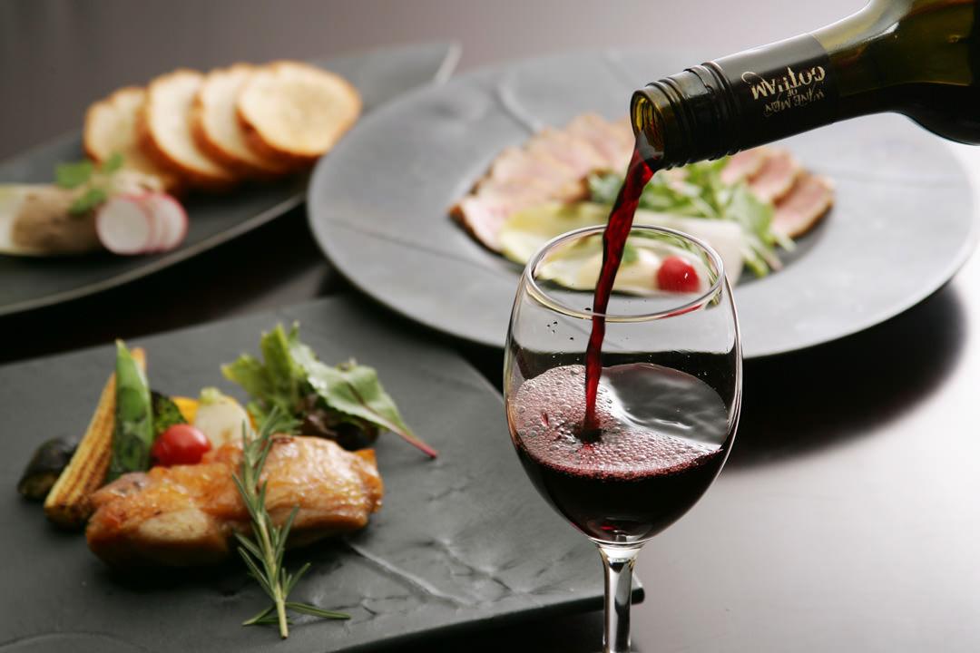 お料理に合うワインをご用意しています